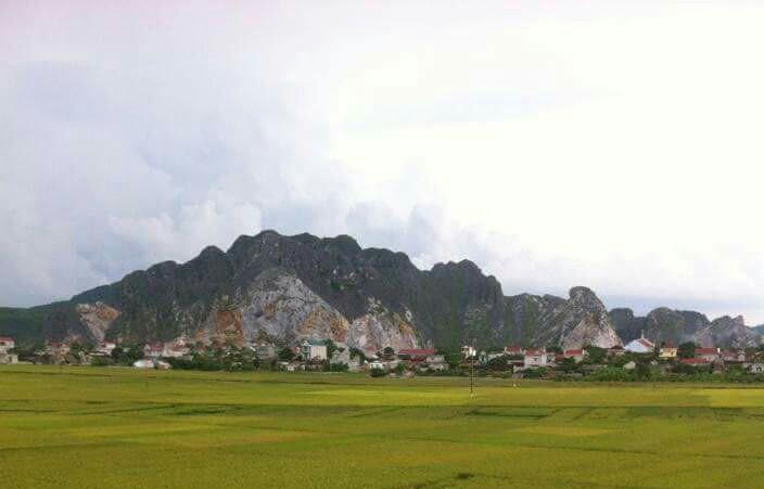 Núi đá tại làng đá mỹ nghệ Vĩnh Minh, Vĩnh Lộc, Thanh Hóa.