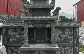 Lăng mộ đá được sản xuất từ đá xanh rêu với màu sắc xanh tự nhiên.